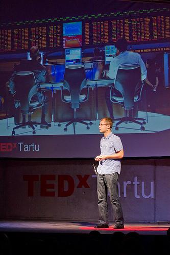 """Maailmamuutjate registri aluseks oleva """"maailmamuutjate börsi"""" ideed tutvustas Sotsiaalsete Ettevõtete Võrgustiku eestvedaja Jaan Aps avalikkuse ees esmakordselt 2013. aasta sügisel TEDx Tartu konverentsil."""